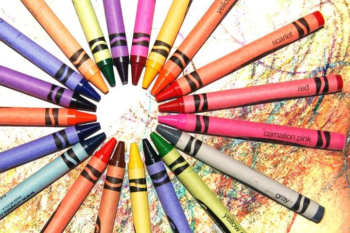 Crayon Colored Circle : Circle of crayons
